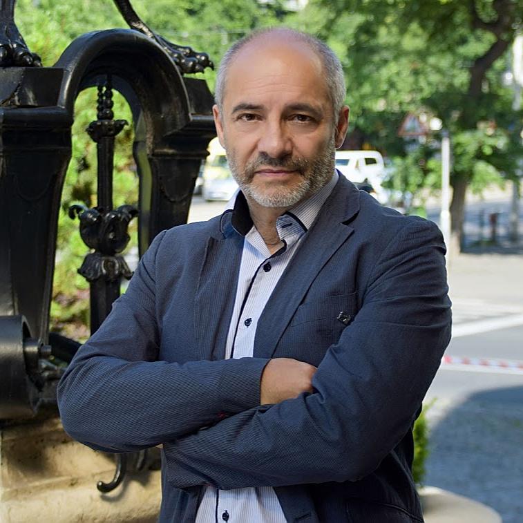 Rudolf Péter további öt évig vezetheti a Vígszínházat